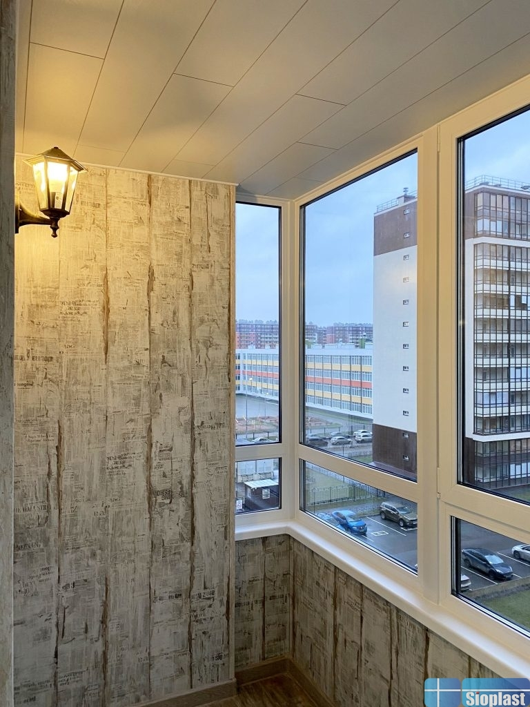 зашивка стен балкона ламинатом