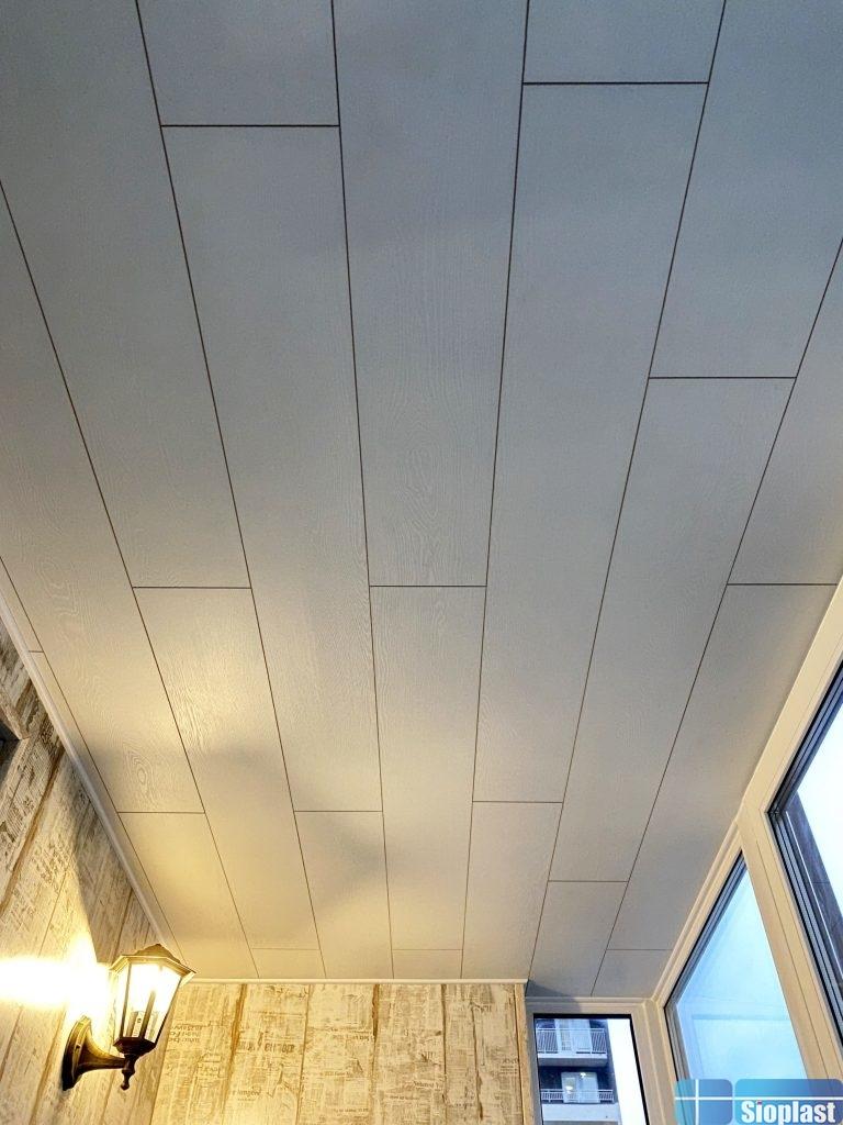 ламинат на потолок балкона